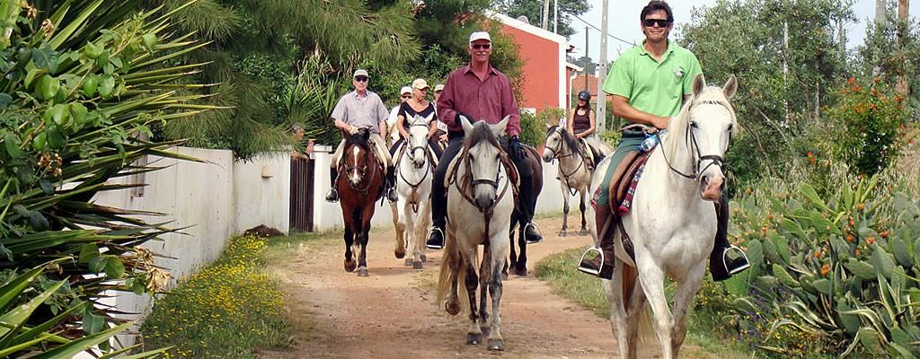 http://www.verdemar.net/wp-content/uploads/2014/04/verdemar-horse-riding-2-1024x400.jpg